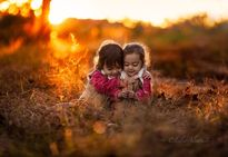 Những thiên thần nhỏ vui đùa giữa thiên nhiên