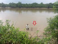 TP.HCM: Kinh hoàng phát hiện thi thể đang phân hủy trên sông