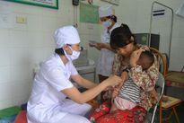 Để an toàn cho trẻ khi đi tiêm phòng vắc xin Quinvaxem