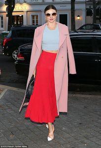 Miranda Kerr nổi bật hút mọi ánh nhìn khi tới Pháp