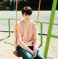 Sao Hàn 8/10: Qri dễ thương như búp bê, Lee Dong Wook đẹp trai ngời ngời