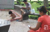 """Chúng ta đã """"bỏ rơi"""" con cái vì smartphone như thế nào?"""
