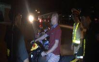 Cảnh sát giao thông Lạng Sơn bị người vi phạm dùng gạch tấn công