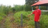 Mở hàng rào bãi rác cho dân đưa máy vào ruộng