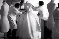 Choáng váng mức giá khó tin của nhẫn và loạt váy cưới của Angela Baby