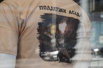 Áo phông in logo ủng hộ Tổng thống Assad được bán rầm rộ tại Nga