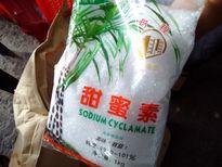 Làm chà bông thịt gà độn bột mì và đường hóa học ở Sài Gòn