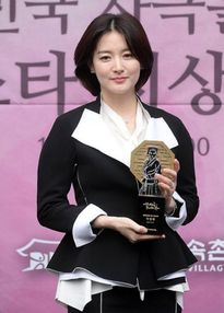 Lee Young Ae trẻ trung tuổi 44