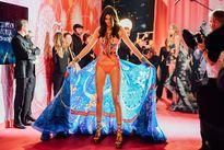 """Cập nhật nhanh hậu trường """"siêu nóng"""" của Victoria's Secret"""