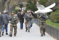 Paris không lùi bước trước IS
