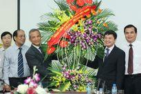 Đồng chí Đặng Ngọc Tùng chúc mừng thầy cô trường ĐH Công Đoàn nhân ngày 20.11