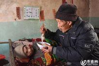 Cụ ông chăm vợ bị liệt suốt 56 năm