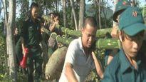 Trục vớt bom nặng nửa tấn dưới dòng sông Lam