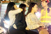 """Chộp ảnh các hotgirl méo mặt khi bị cảnh sát 141 HN """"tóm"""""""