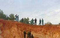 Đào đất làm đường phát hiện quả bom 4 tấn