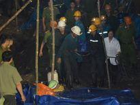 Vụ sập lò than ở Hòa Bình: Đưa thi thể nạn nhân cuối cùng ra khỏi hầm lò