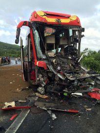 Thừa Thiên Huế: Xe khách tông trực diện xe đầu kéo, 9 người bị thương nặng