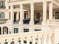 Cận cảnh cung điện đắt giá nhất nước Mỹ