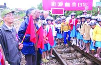 """Đổi mới tuyên truyền ATGT đường sắt tại """"điểm nóng"""" Quảng Trị"""
