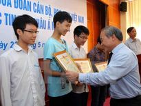 Tuyên dương và trao tặng học bổng cho học sinh giỏi xuất sắc