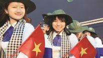 Nữ sinh Việt nói chuyện chống lũ trước nội các Nhật