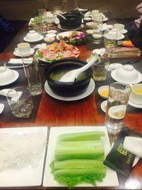 Choáng váng bữa ăn rau dưa VIP giá gần 26 triệu ở Hà Nội