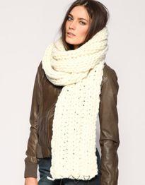 Sành điệu với xu hướng khăn quàng cổ oversize cho mùa đông