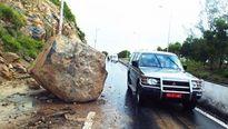 Hãi hùng đá khủng rớt xuống đại lộ Nha Trang