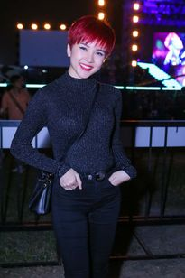 Thiều Bảo Trâm tới xem live show của Sơn Tùng