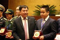 Chủ tịch Quốc hội Nguyễn Sinh Hùng xúc động với phát biểu của tài năng trẻ VN