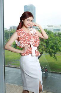 Thời trang công sở: Mix đồ đẹp như Trương Quỳnh Anh