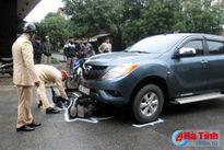 Ô tô đâm xe máy, 2 người bị thương nặng