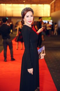 Tuần qua: Phạm Hương, Tóc Tiên đẹp lạ với tóc búi