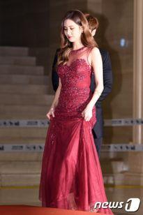 Dàn sao K-pop khoe sắc trên thảm đỏ 'Grammy Hàn Quốc'