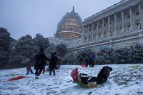 Cơn bão lịch sử vùi bờ Đông Hoa Kỳ trong tuyết và nước lũ
