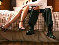 Chán vợ, chồng biến cơ quan thành nhà nghỉ với nhân viên