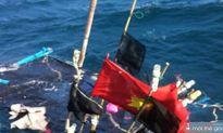 Giải cứu tàu cá gặp nạn ở Hoàng Sa, khẩn trương tìm ngư dân mất tích
