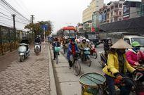 Sát Tết: Xe biển xanh, xe ưu tiên 'chết cứng' trên phố
