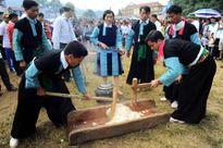 Người Mông ở bản Nà Tấu với tục giã bánh dày ngày xuân