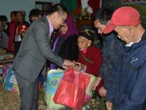 Công ty Cổ Phần Nafoods Group tặng quà cho hộ nghèo vùng biên giới