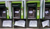 """Hàng loạt máy ATM """"lăn ra ốm"""" dịp cận Tết"""