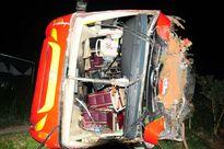 Xe khách lật nhào trên đường về quê ăn Tết, 30 người bị thương