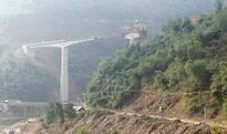 Cầu Suối Quanh tiếp tục được thi công trở lại