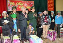 2 Học viên Chính trị thăm và tặng quà tại Lào Cai