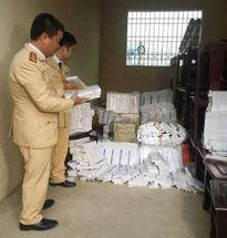 Cảnh sát giao thông bắt giữ xe ôtô tải vận chuyển 9600 bao thuốc lá lậu