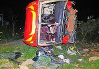 Xe chở khách về Tết lao xuống vực, 30 người bị thương