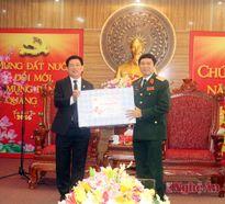 Đồng chí Bí thư Tỉnh ủy chúc Tết lực lượng vũ trang và Thành ủy Vinh