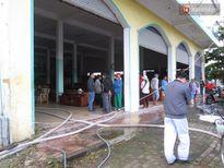 Đà Nẵng: Cháy salon gỗ lúc rạng sáng, hàng chục cảnh sát tham gia dập lửa