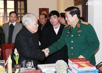 Đại tướng Ngô Xuân Lịch chúc mừng sinh nhật nguyên Tổng Bí thư Đỗ Mười