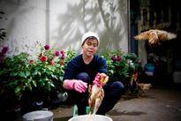 Ca sĩ Đinh Mạnh Ninh vừa hát vừa... vặt lông gà